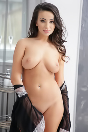 Alyssia Kent Big Boobs Hottie