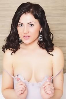 curvy blonde milf models body on webcam